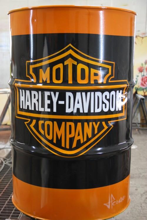 motorcycle garage ideas - Bidon Harley Davidson